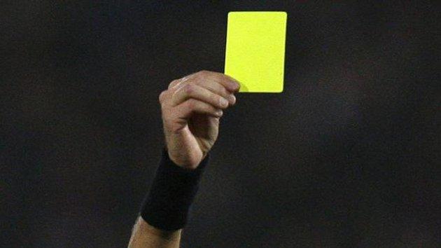 Carton jaune à Stéphane Laporte !